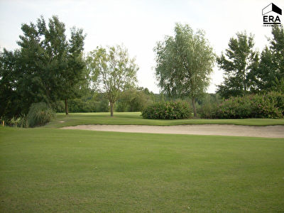 Golf 9 trous + 8 logements + Club House + terrain